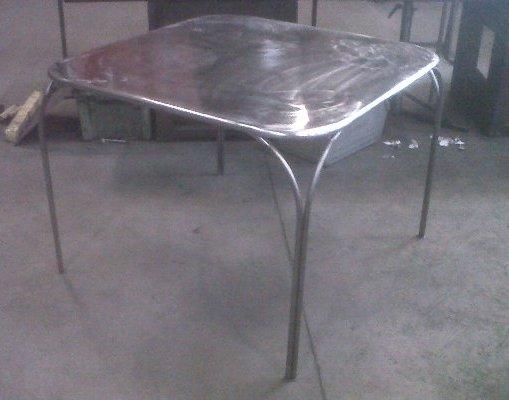 Structure métallique pour mobilier